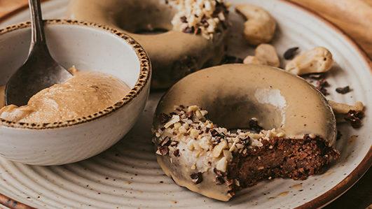 Receita de Donuts Vegan de Chocolate e Caju