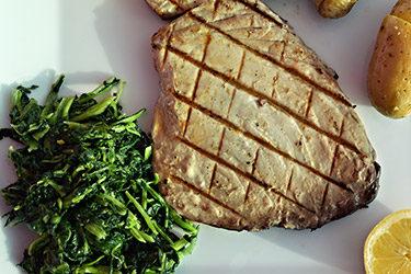 Receita: Bife de Atum com Batata a Murro
